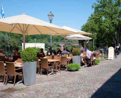 Blick auf die Terasse des Cafe de mar